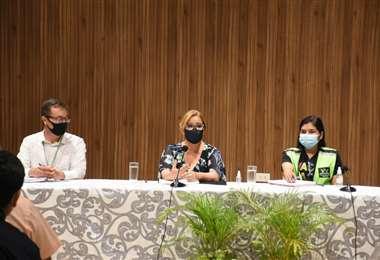 Sosa, centro, pidió la colaboración de la población para hacer frente al coronavirus