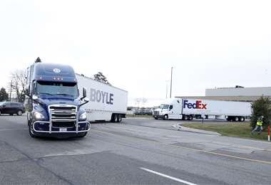 Camiones transportan las vacunas. Foto AFP