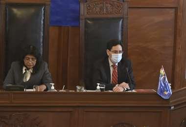 El presidente del TSE brinda su informe ante los senadores (Foto: APG Noticias)