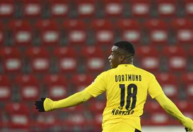 Youssofa Moukoko hizo un gol este viernes para el Dortmund. Foto: AFP