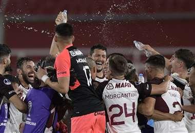 La celebración de los jugadores de Lanús. Foto: AFP
