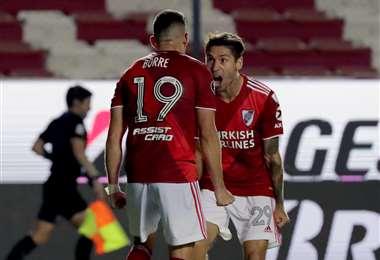 El festejo de Borré y Montiel, jugadores de River Plate. Foto: AFP