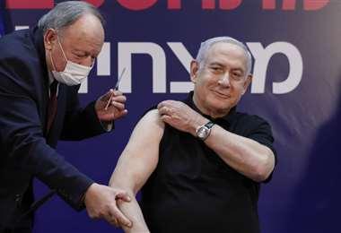Benjamin Netanyahu fue vacunado en el hospital Sheba, en Tel Aviv | Foto: AFP
