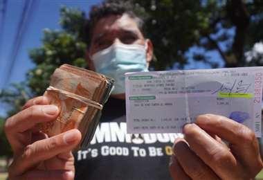 Hasta las 14:00 hora de hoy unas 97.000 personas cobraron el bono (Foto: Jorge Ibáñez)