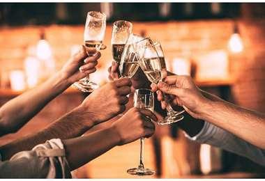 Se podrán levantar las copas para celebrar, pero con cuidado para evitar contagios