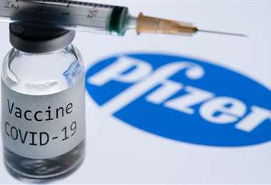 Inglaterra autorizó el uso de vacunas en la población. Foto: AFP