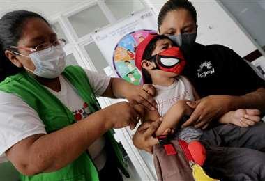 La vacunación contra el sarampión avanza en la capital cruceña