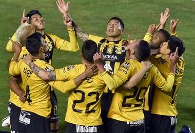 Los jugadores atigrados celebrando el primer gol. Foto: APG Noticias