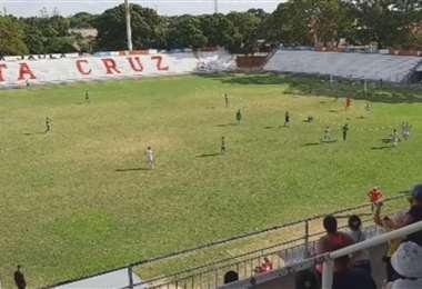 Una de las jugadas del partido. Foto: Captura video