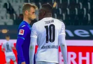 """Thuram reconoció haber escupido """"no de forma intencionada"""" en la cara a Stefan Posch"""