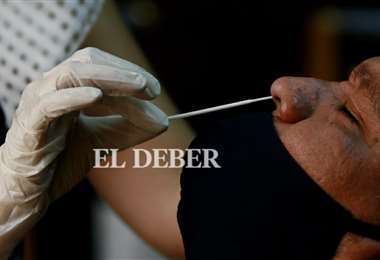 Una prueba de hisopado nasal. Foto: Ricardo Montero.
