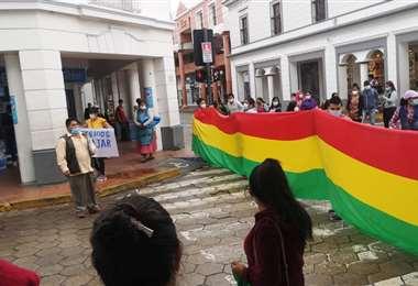 Dueños y trabajadores de boliches marchan en la capital cruceña/Foto: Alcaldía