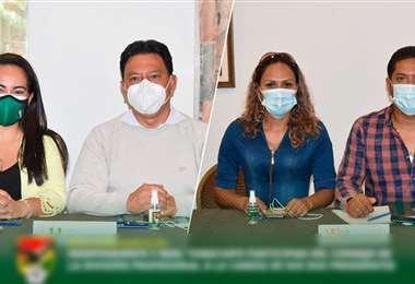 Los dirigentes de Real Tomayapo e Independiente estuvieron presentes. Foto: FBF