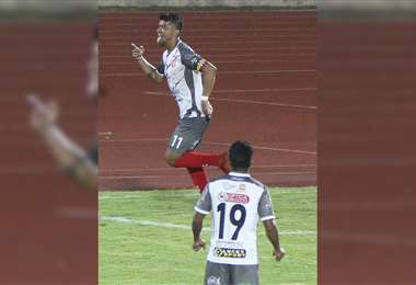 Ríos celebrando el primer gol de Independiente. Foto: APG Noticias