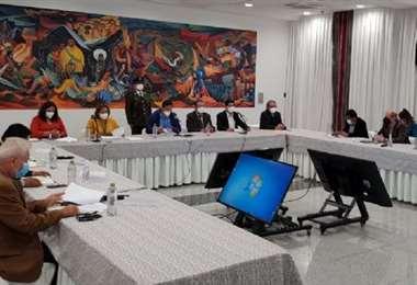 Ríos expresa su optimismo tras la reunión con Arce