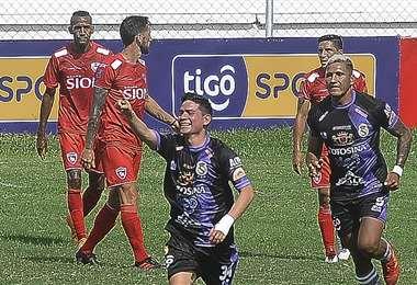 Soliz celebrando el gol que marcó ante Royal Pari. Foto: APG Noticias