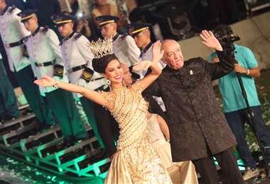 Pippo junto a la Reina de Santa Cruz 2018, evento que él organizaba