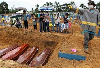 El coronavirus ya provocó 190.000 muertes en Brasil. Foto AFP