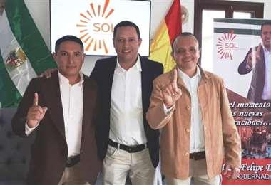 Dorado (centro) fue diputado por Unidad Demócrata en el anterior Gobierno central