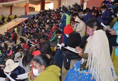 Más de 60.000 maestros rindieron el examen de ascenso/foto: ABI
