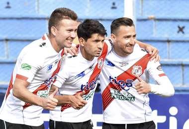 Jiménez (dcha) celebrando el gol de la victoria. Foto: APG Noticias