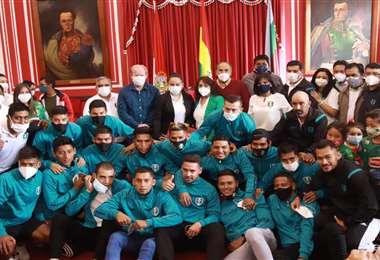 La Gobernación de Tarija le realizó un homenaje al plantel y dirigentes de Real Tomayapo