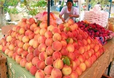 Los famosos duraznos de Tomayapo, la fruta que se cosecha en el lugar