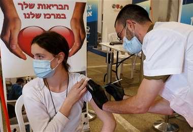 Vacunación contra el coronavirus en Israel/Foto: AFP