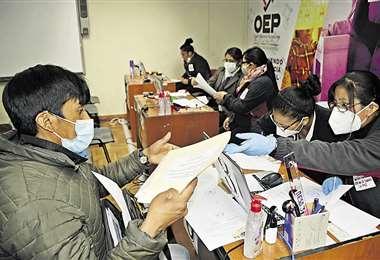 Los tribunales electorales departamentales recibieron ayer las listas de candidatos de los