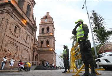 También deben prevenir el contagio en sus filas. Foto: Jorge Ibañez