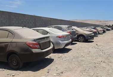Estos son los vehículos que iban a ingresar al país y que están en la frontera chilena