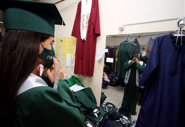 Los actos de graduación se realizan previa autorización del COEM /Foto: F. Landívar