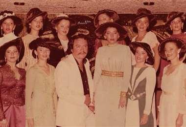 Pippo Galarza en un desfile de los peinados sombrero en los años 80