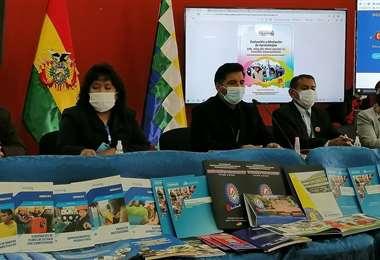 El ministro explica las modalidades de clases y las regiones (Foto: min Educación)