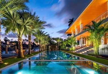 Área de la piscina de la nueva casa de Gianluca Viacchi en Miami