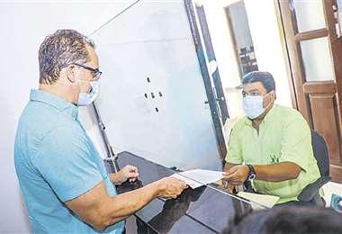 Aguilera entregó el plan de vacunación a la Alcaldía