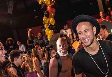 A Neymar le encantan las fiestas y más si las organiza él