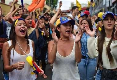 La crisis económica también golpea a la población que sale a manifestarse