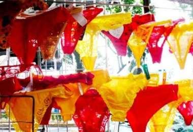 El comercio está lleno de calzones rojos y amarillos, para la buena suerte