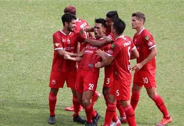 Amarilla celebrando su gol ante Real Potosí. Foto: APG Noticias