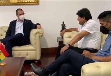 Evo Morales y Andrónico Rodríguez visitan Venezuela para acompañar elecciones/ABI
