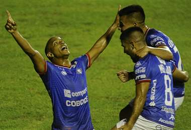 Serginho celebrando el segundo gol de Wilstermann. Foto: APG Noticias