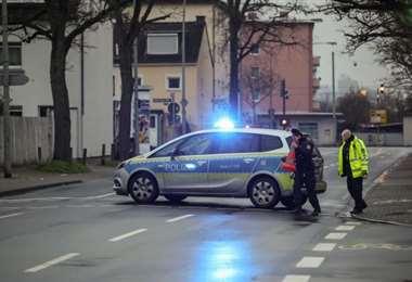 Policías cierran una calle en el distrito de Gallus, en Fráncfurt (Alemania)/Foto: AFP