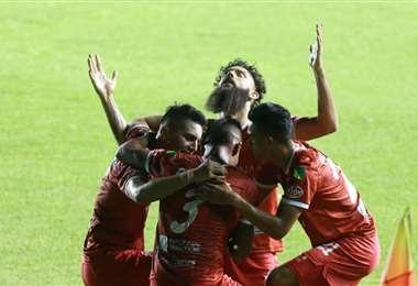 La celebración de los jugadores de Guabirá, que derrotaron a Oriente. Foto: F. Landívar
