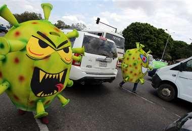 Las campañas para cuidarse del coronavirus llegan a las calles. Foto: Jorge Ibáñez