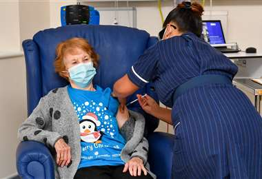 Keenan fue la primera persona en recibir la dosis contra el coronavirus. Foto AFP