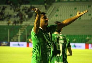 El festejo de Castillo, el goleador de Oriente Petrolero. Foto: Fuad Landívar