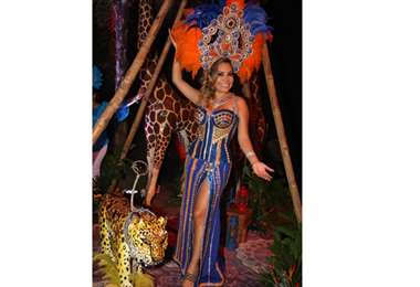 La reina. Yoice Andrea Montezuma lució un traje diseñado por Rodolfo Pinto (Foto: Ángel Farell)