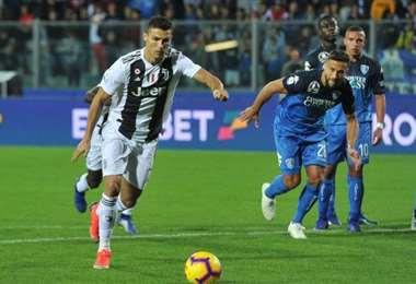 Cristiano Ronaldo demostró una vez más su efectividad desde los dos pasos. Logró ayer el empate para Juventus. Foto: Internet