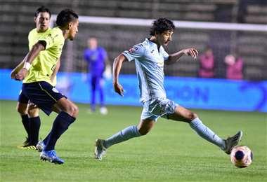 Víctor Ábrego tuvo una jornada inspirada en su primer partido en La Paz con la camiseta de Bolívar. Aportó con dos goles. Foto: APG